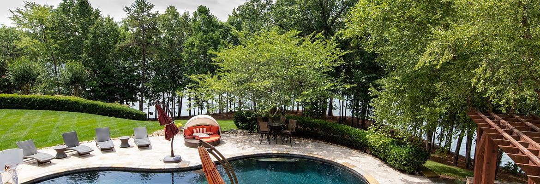 Swimming pool back yard